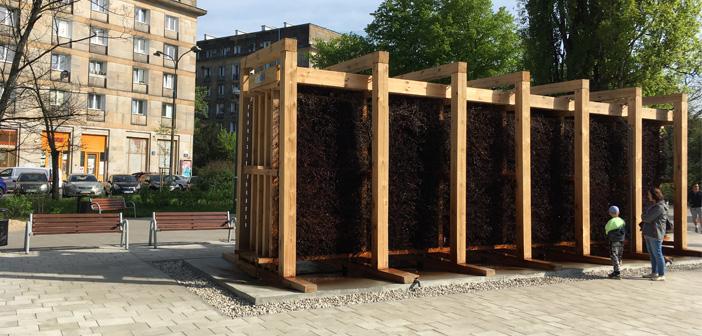 Tężnia solankowa na placu Hallera działa i oczyszcza powietrze